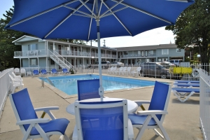Riviera Motel Pool and Lounge Chairs